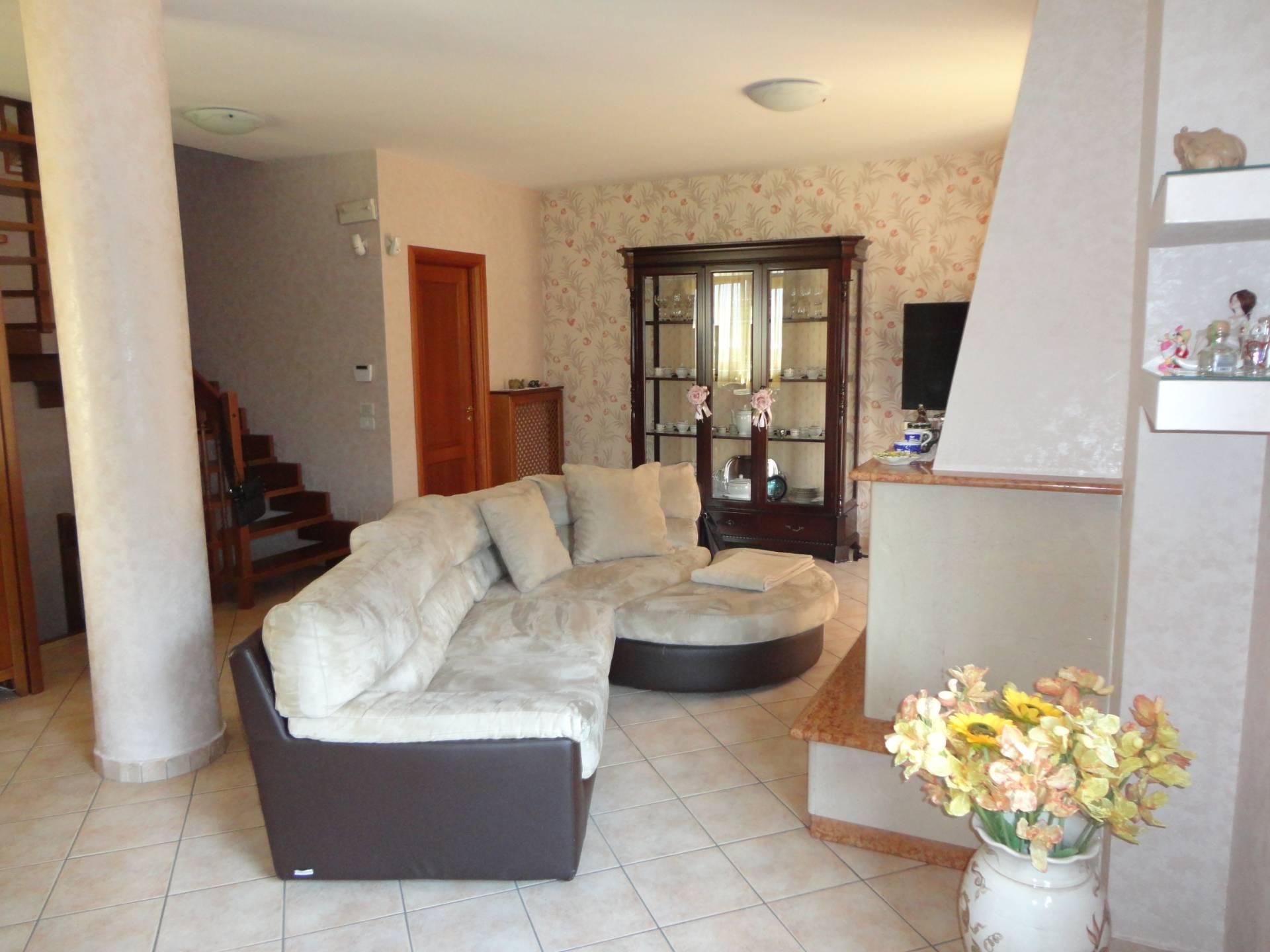 Villa a Schiera in vendita a Quadrelle, 6 locali, prezzo € 229.000   CambioCasa.it