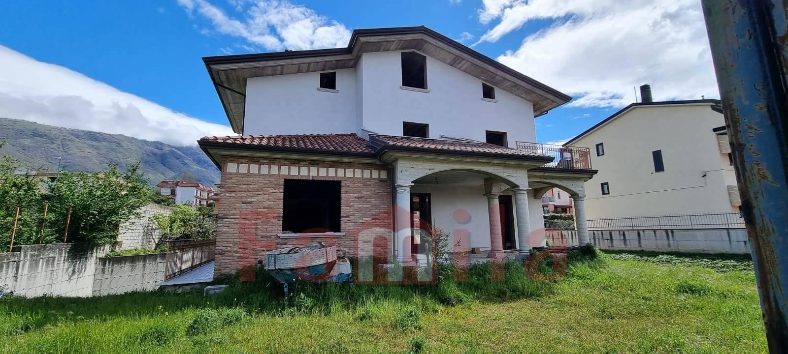 Soluzione Indipendente in vendita a Sirignano, 10 locali, Trattative riservate   CambioCasa.it