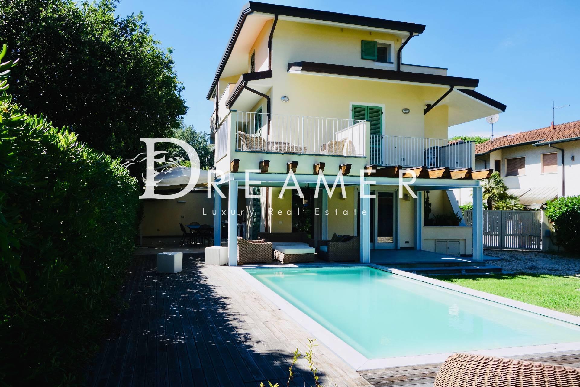Appartamento in vendita a Forte dei Marmi, 6 locali, zona Località: VittoriaApuana, prezzo € 1.300.000 | PortaleAgenzieImmobiliari.it