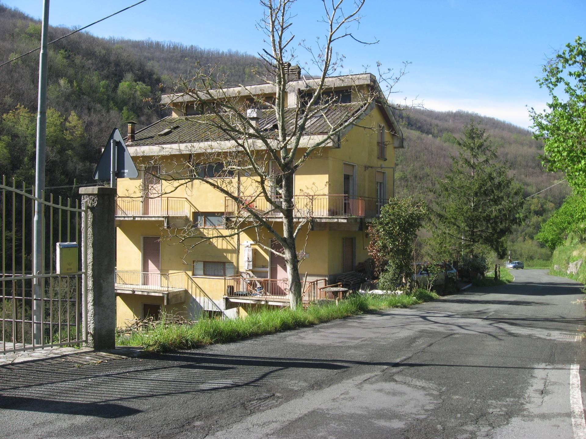 Appartamento in vendita a Mezzanego, 6 locali, zona Località: IsoladiBorgonovo, prezzo € 100.000 | PortaleAgenzieImmobiliari.it