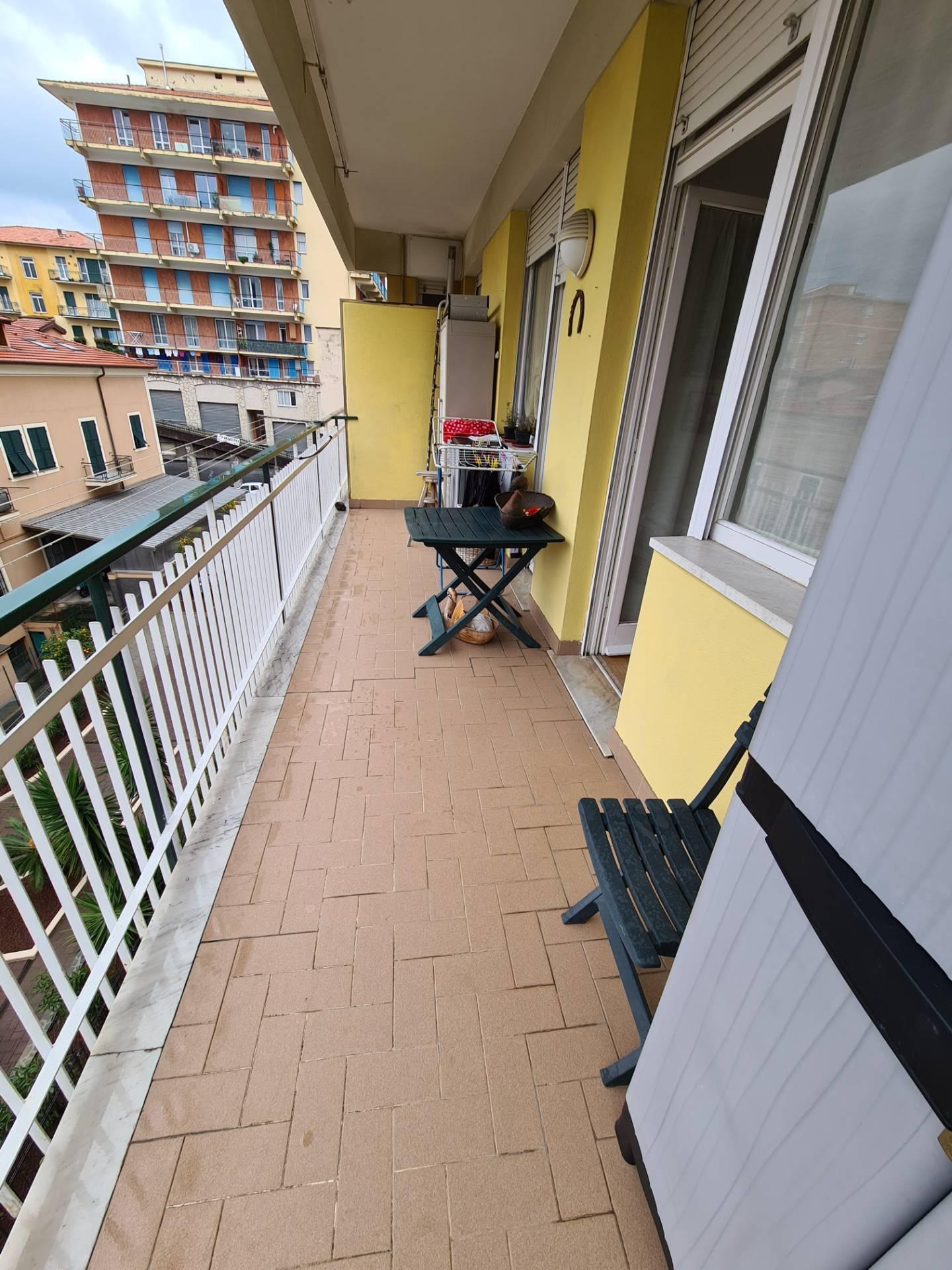 Appartamento in vendita a Chiavari, 6 locali, prezzo € 230.000 | PortaleAgenzieImmobiliari.it