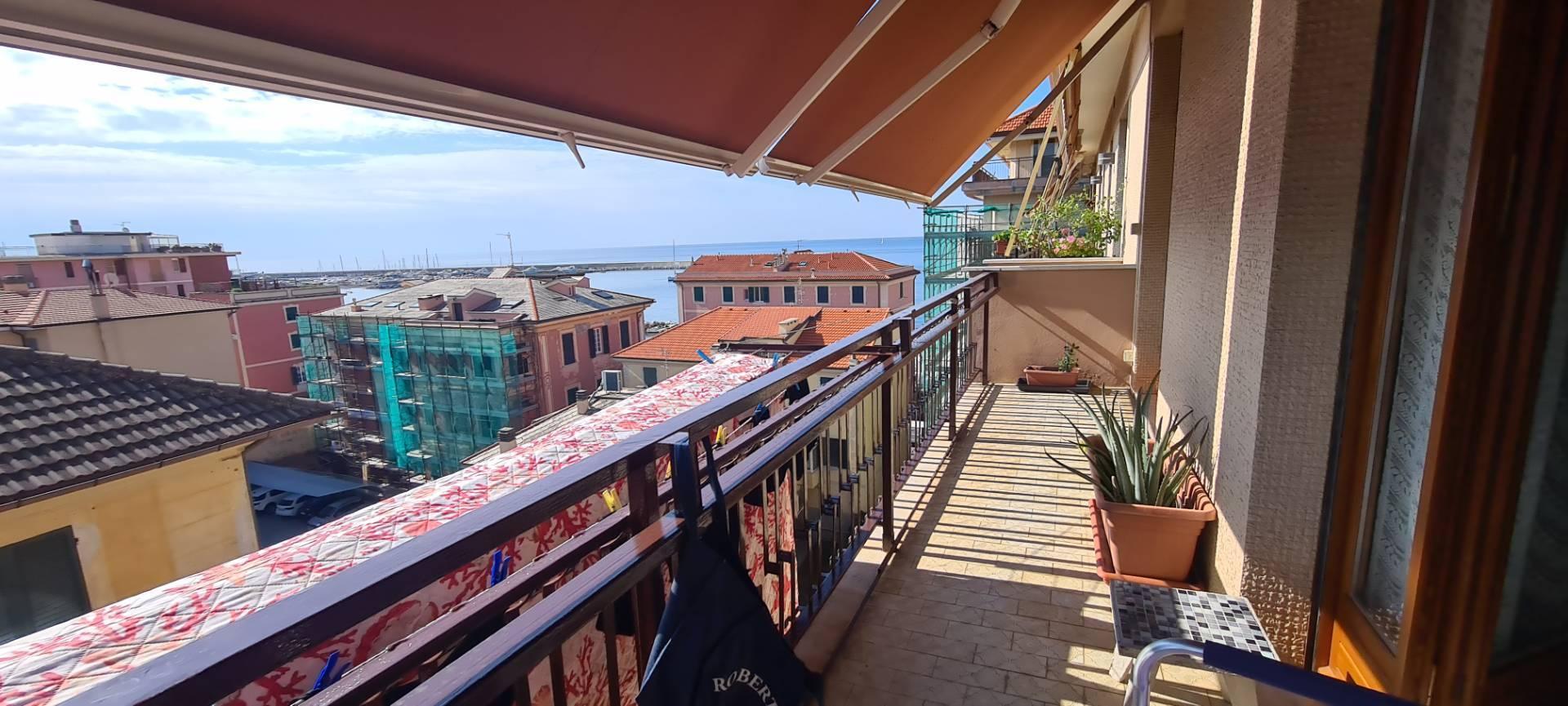 Appartamento in vendita a Chiavari, 4 locali, zona Località: LUNGOMARE, prezzo € 335.000 | PortaleAgenzieImmobiliari.it