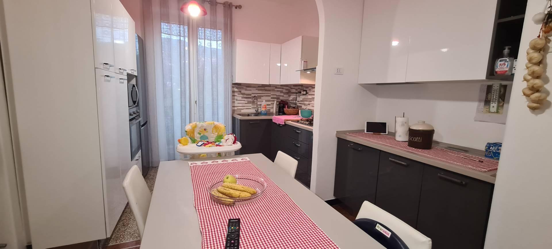 Appartamento in affitto a Chiavari, 5 locali, prezzo € 550   CambioCasa.it