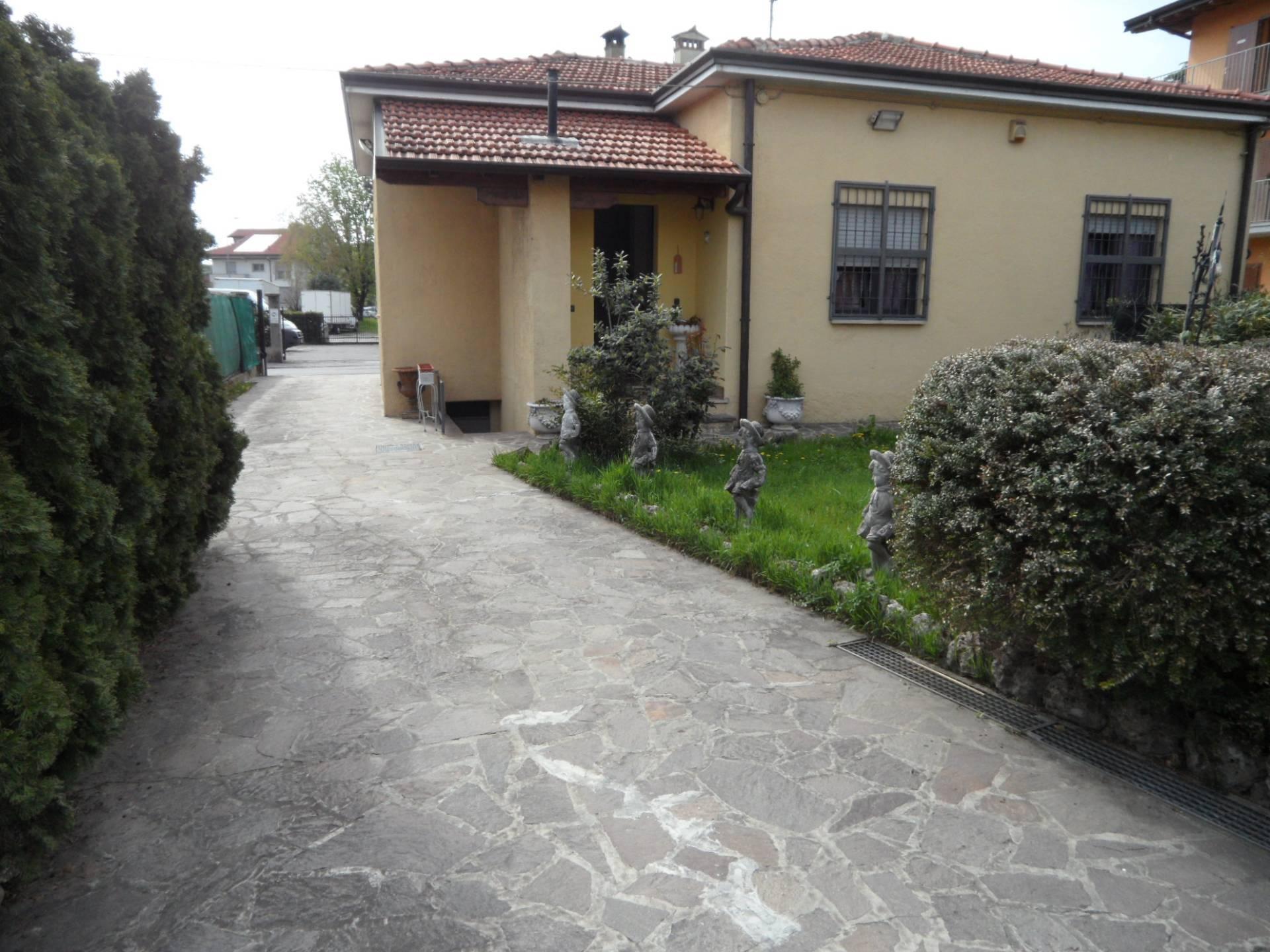 Villa in vendita a Seriate, 4 locali, prezzo € 269.000 | PortaleAgenzieImmobiliari.it