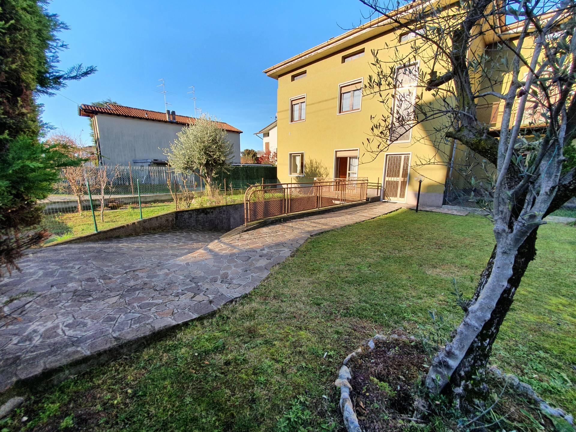 Villa Bifamiliare in vendita a Villa di Serio, 4 locali, prezzo € 130.000 | PortaleAgenzieImmobiliari.it