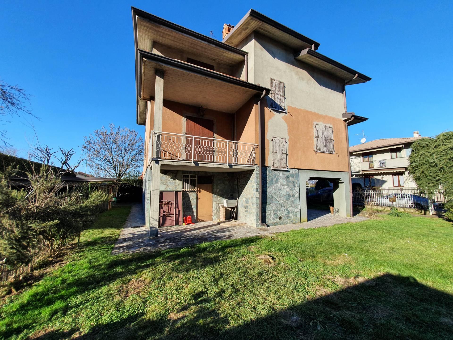 Villa Bifamiliare in vendita a Grassobbio, 8 locali, prezzo € 380.000 | PortaleAgenzieImmobiliari.it