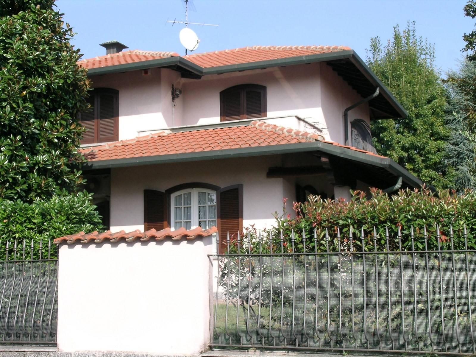 Villa in vendita a Pregnana Milanese, 7 locali, prezzo € 550.000 | PortaleAgenzieImmobiliari.it