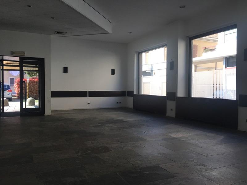 Negozio / Locale in vendita a Gallarate, 9999 locali, zona te, prezzo € 600.000   PortaleAgenzieImmobiliari.it