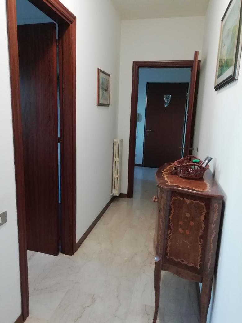 Appartamento in vendita a Macerata, 3 locali, zona Zona: Semicentrale, prezzo € 88.000 | CambioCasa.it
