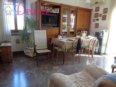 Appartamento in vendita a Macerata, 5 locali, zona Zona: Frazioni, prezzo € 160.000 | CambioCasa.it