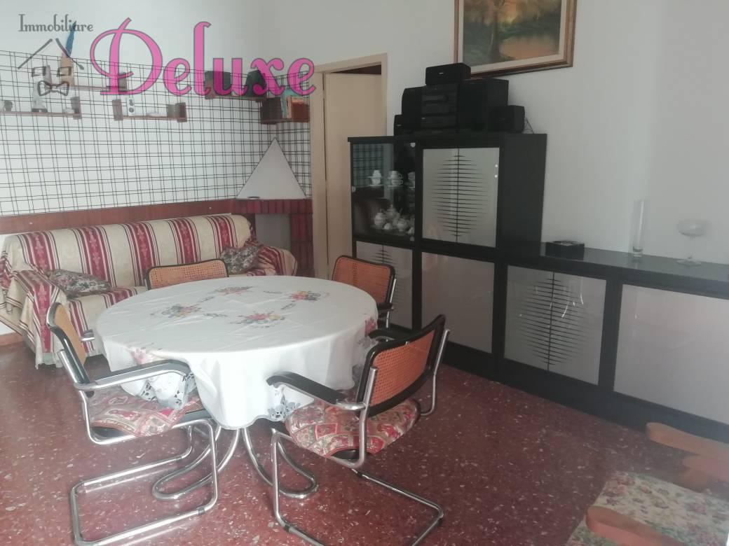 Appartamento in affitto a Macerata, 6 locali, zona Zona: Semicentrale, prezzo € 600 | CambioCasa.it