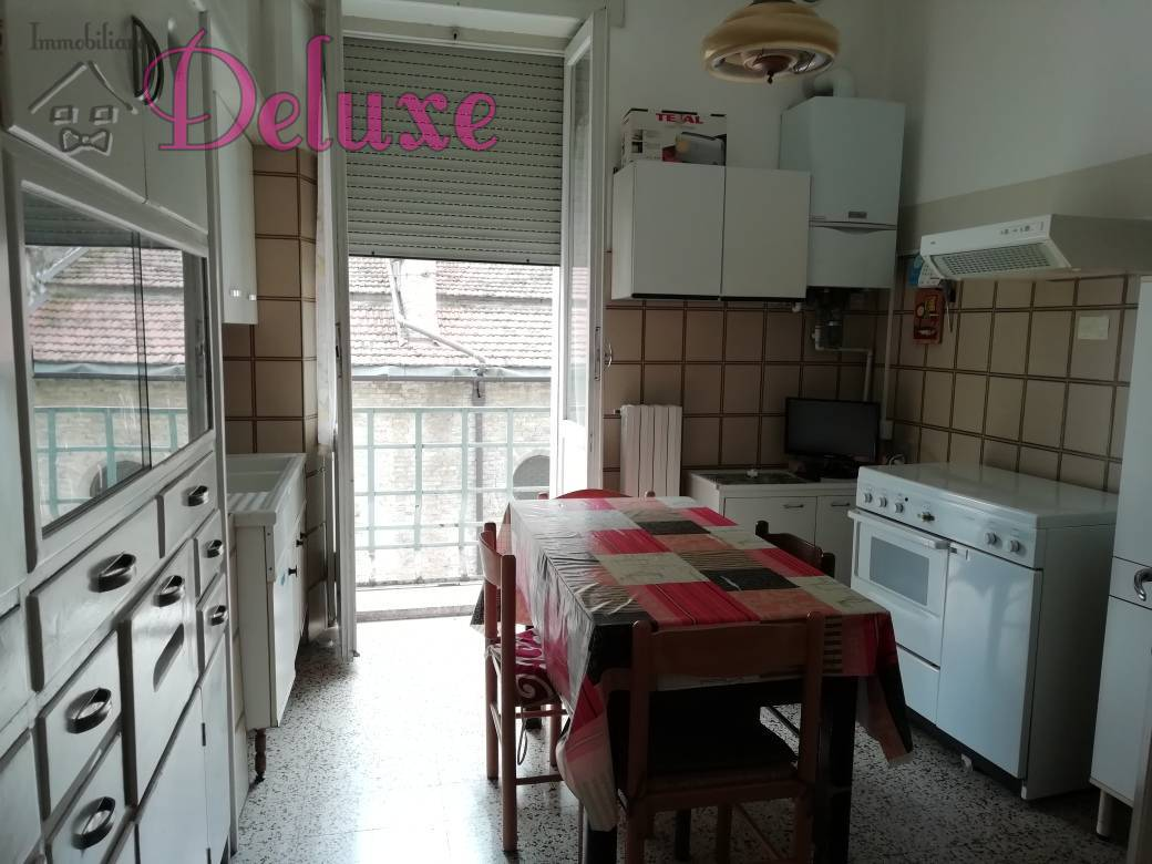 Appartamento in affitto a Macerata, 5 locali, zona Località: Centrostorico, prezzo € 860 | CambioCasa.it