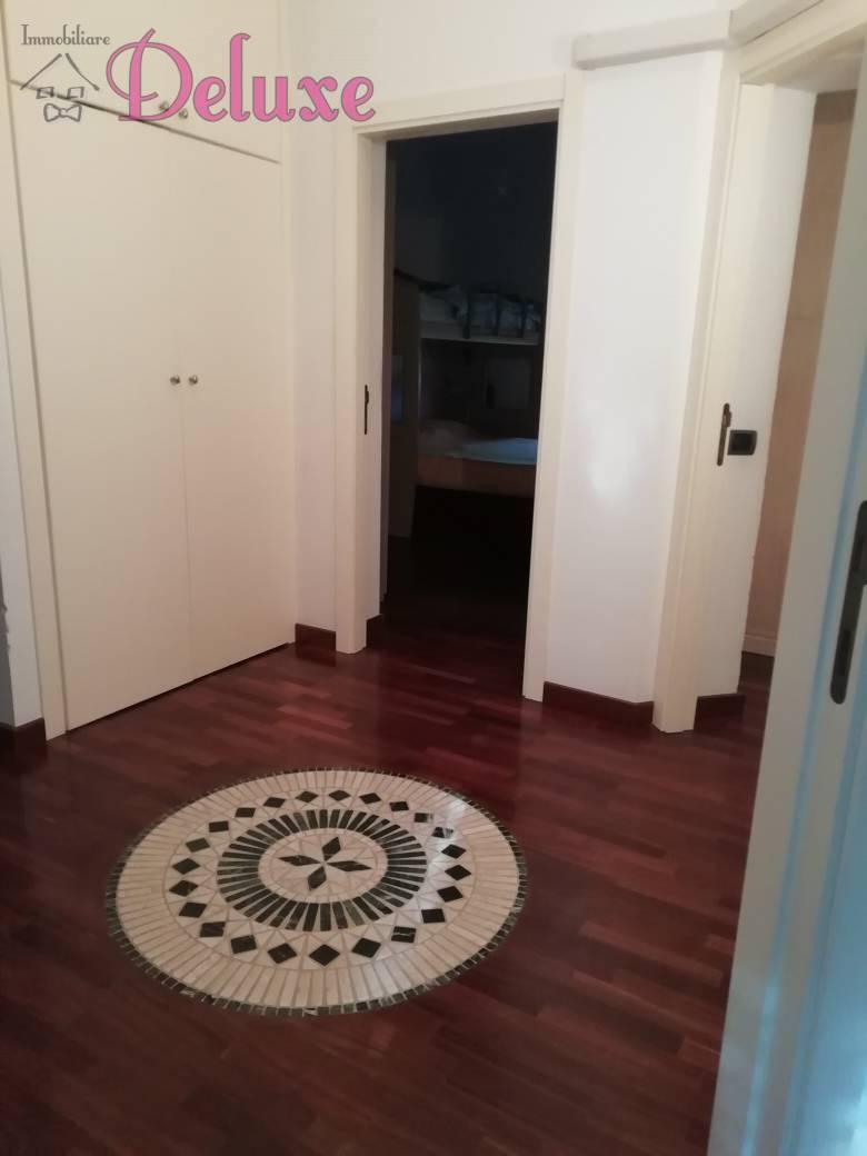 Appartamento in vendita a Macerata, 5 locali, zona Zona: Frazioni, prezzo € 180.000   CambioCasa.it