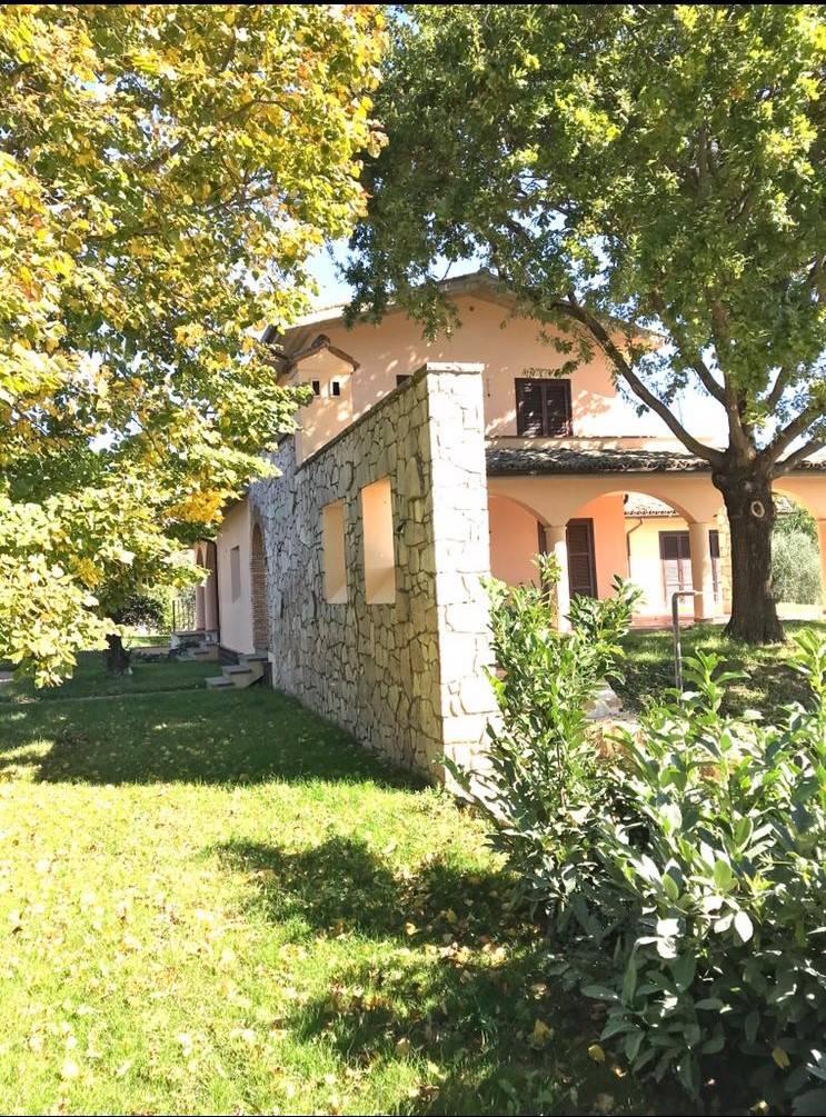 Villa in vendita a Fara in Sabina, 6 locali, zona Zona: Talocci, prezzo € 570.000   CambioCasa.it