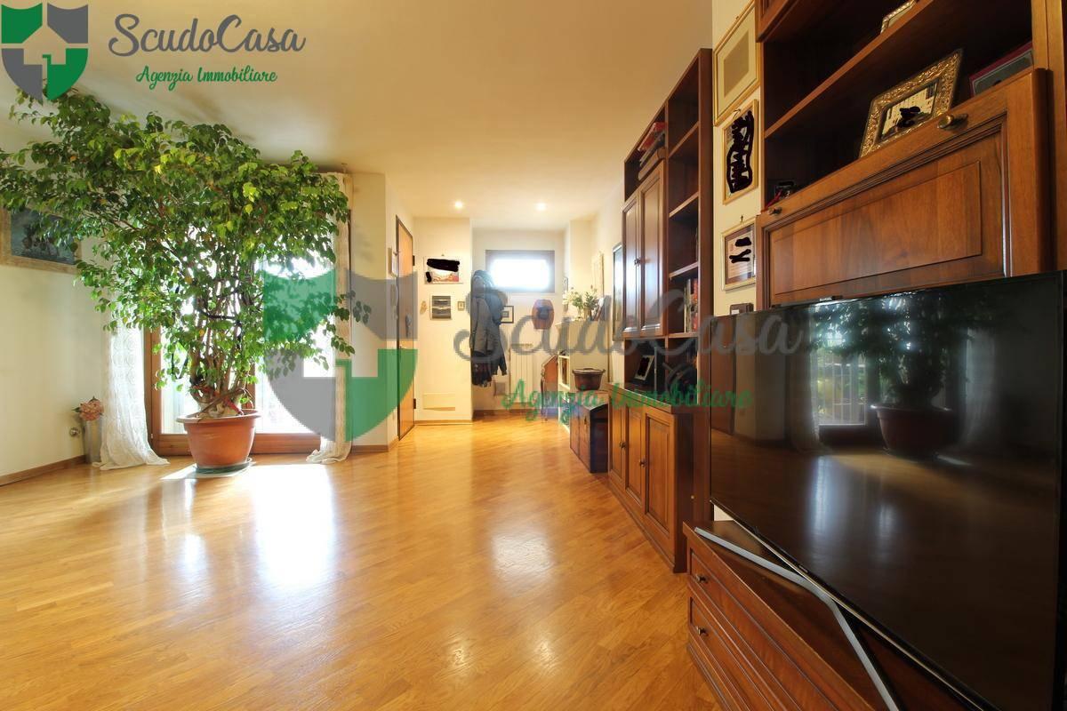 Appartamento in vendita a Fiesole, 5 locali, zona Zona: Caldine, prezzo € 385.000 | CambioCasa.it