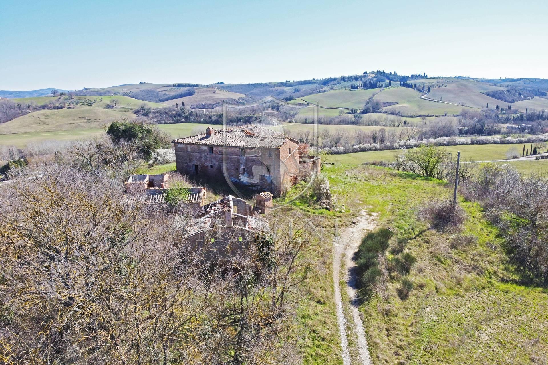 Rustico / Casale in vendita a Montalcino, 20 locali, prezzo € 800.000 | CambioCasa.it