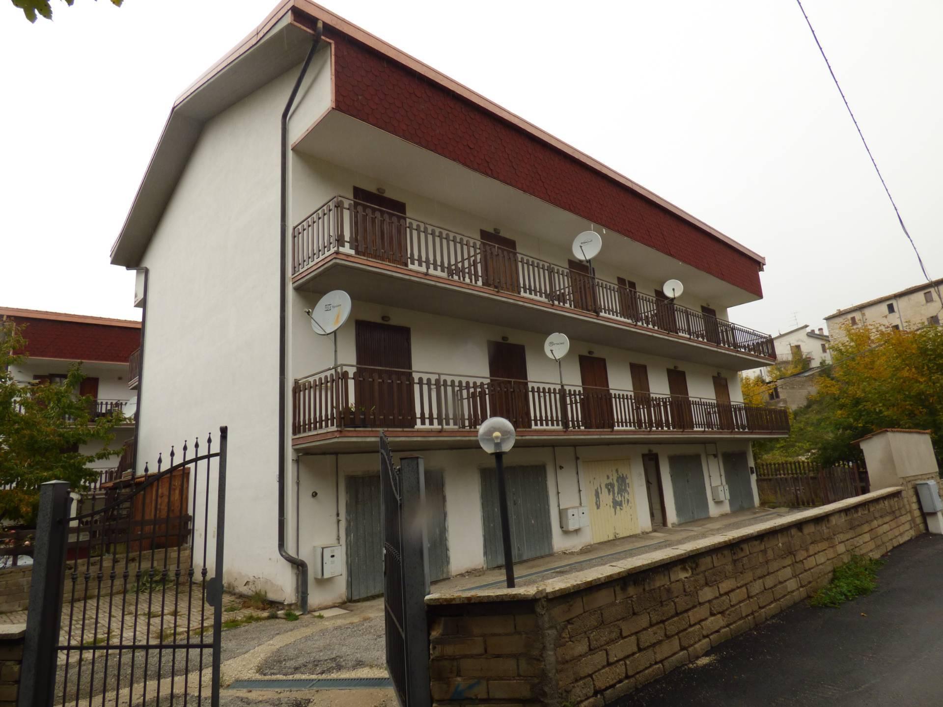 Appartamento in vendita a Lucoli, 4 locali, zona Zona: Casamaina, prezzo € 40.000 | CambioCasa.it