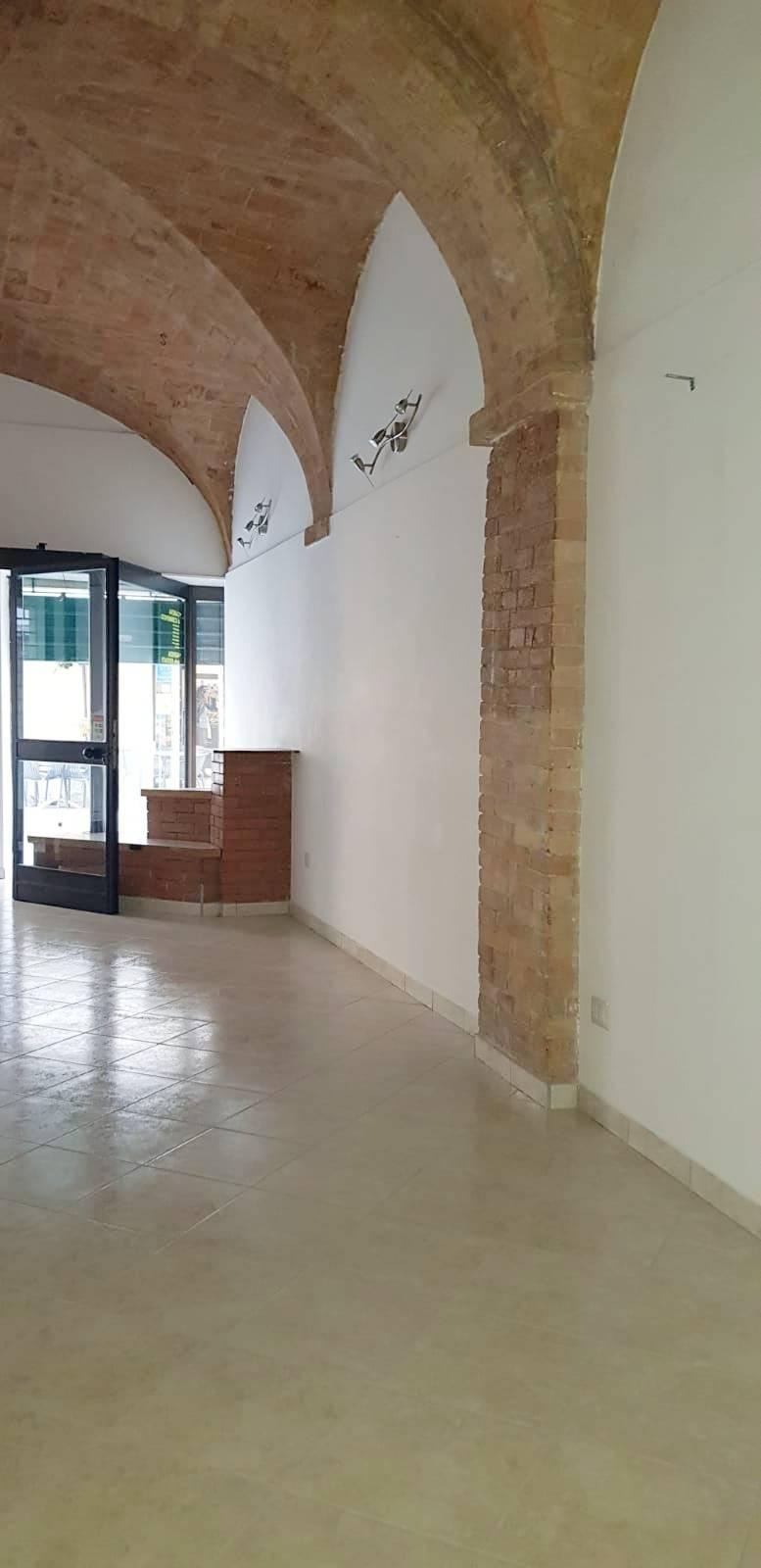 Fondo commerciale in affitto a Ascoli Piceno (AP)