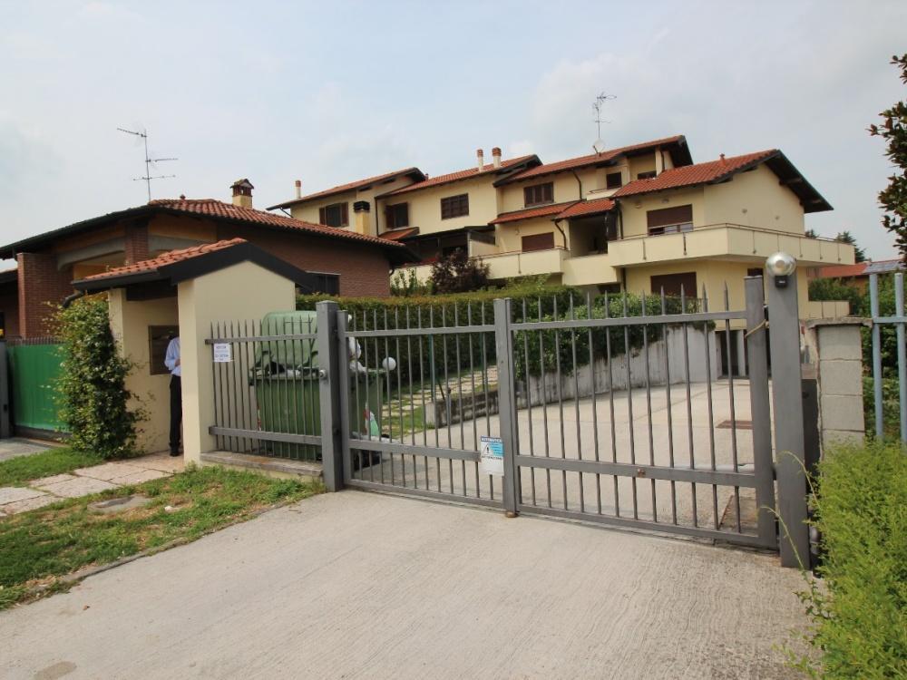 Appartamento in vendita a Binasco, 4 locali, prezzo € 178.000 | CambioCasa.it