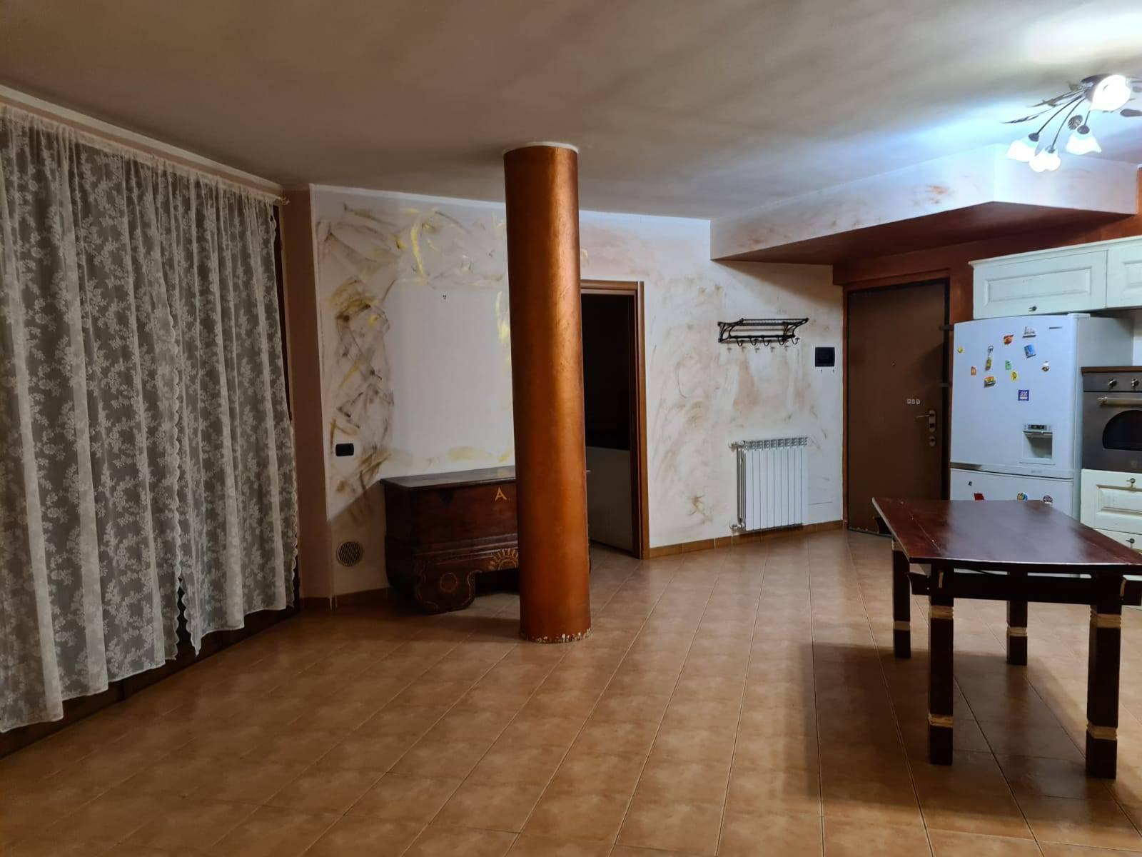 Appartamento in affitto a Vernate, 4 locali, prezzo € 650   CambioCasa.it