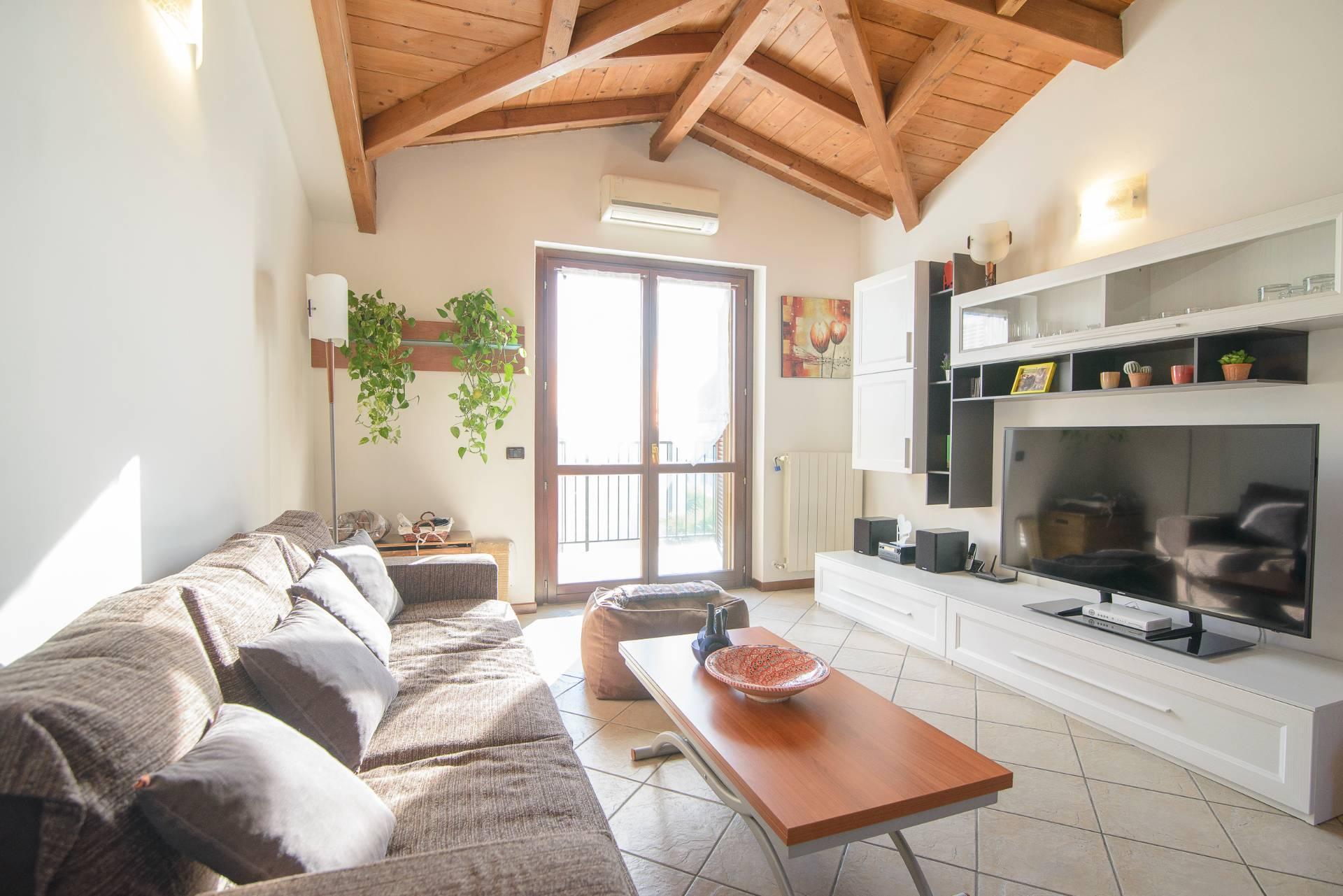 Appartamento in vendita a Casorate Primo, 3 locali, prezzo € 110.000 | CambioCasa.it