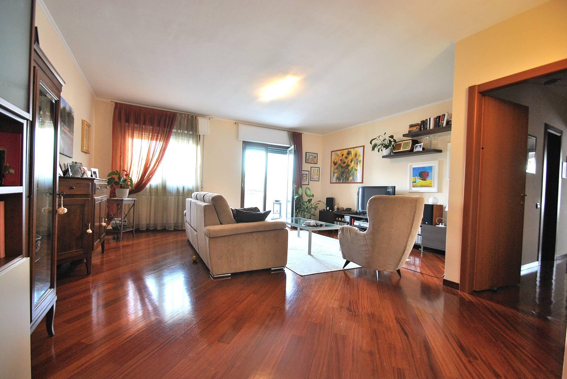Appartamento in vendita a Vimercate, 4 locali, zona Località: CentroScuoleManzoni/filiberto, prezzo € 230.000 | CambioCasa.it
