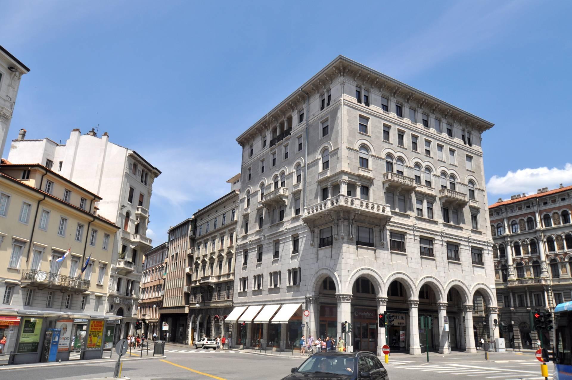 Ufficio / Studio in affitto a Trieste, 9999 locali, zona Zona: Centro, prezzo € 1.350   CambioCasa.it