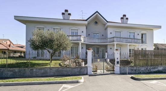 Villa in vendita a Lainate, 25 locali, Trattative riservate | CambioCasa.it