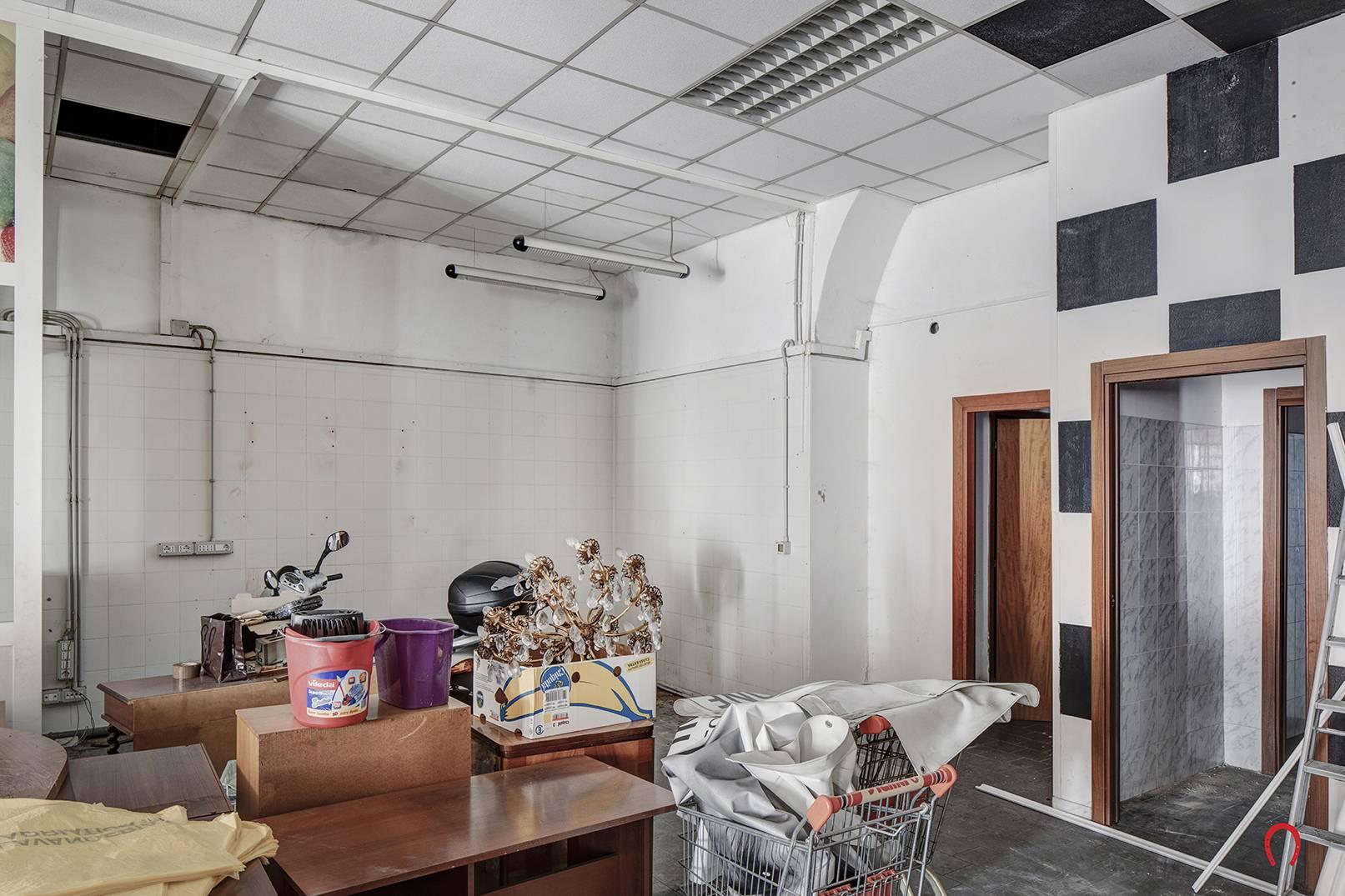 FONDO COMMERCIALE in Affitto a Centro, Trieste (TRIESTE)