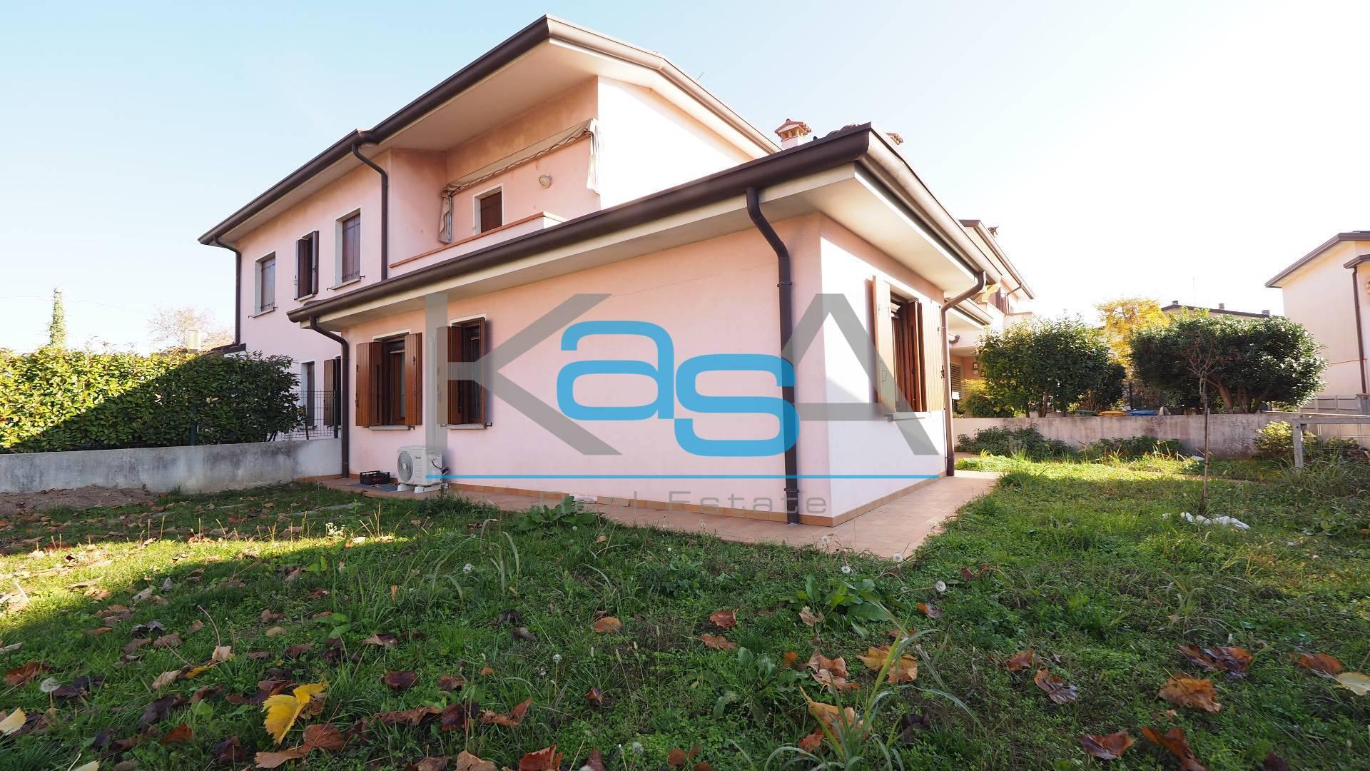 Appartamento in vendita a Spresiano, 4 locali, zona Zona: Visnadello, prezzo € 140.000 | CambioCasa.it