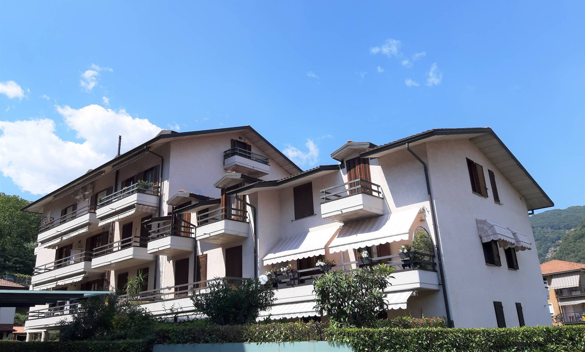 Appartamento in vendita a Laveno-Mombello, 3 locali, prezzo € 149.000 | CambioCasa.it