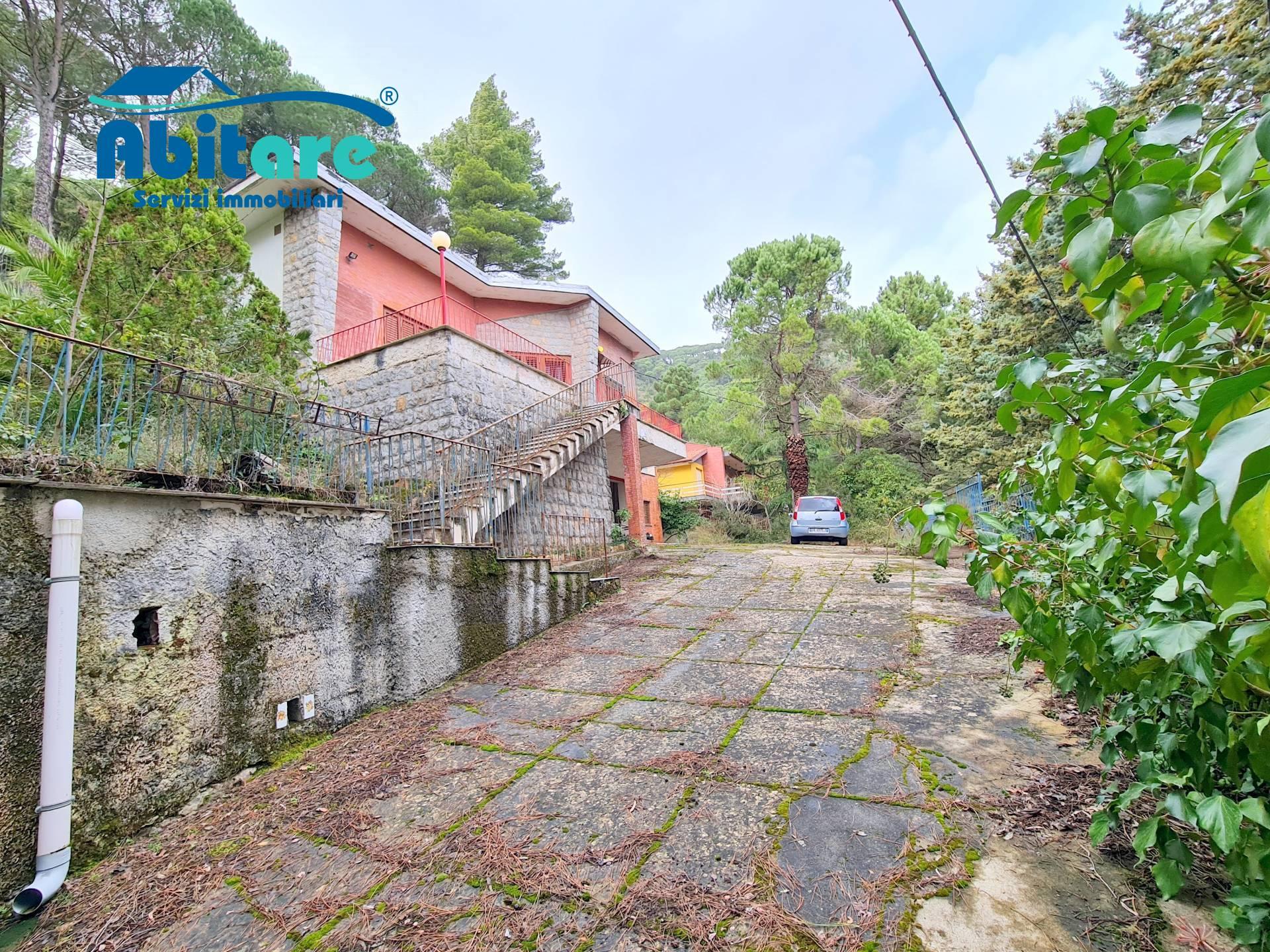 Villa in vendita a Monreale, 6 locali, zona Località: SanMartinodelleScale, prezzo € 190.000   CambioCasa.it