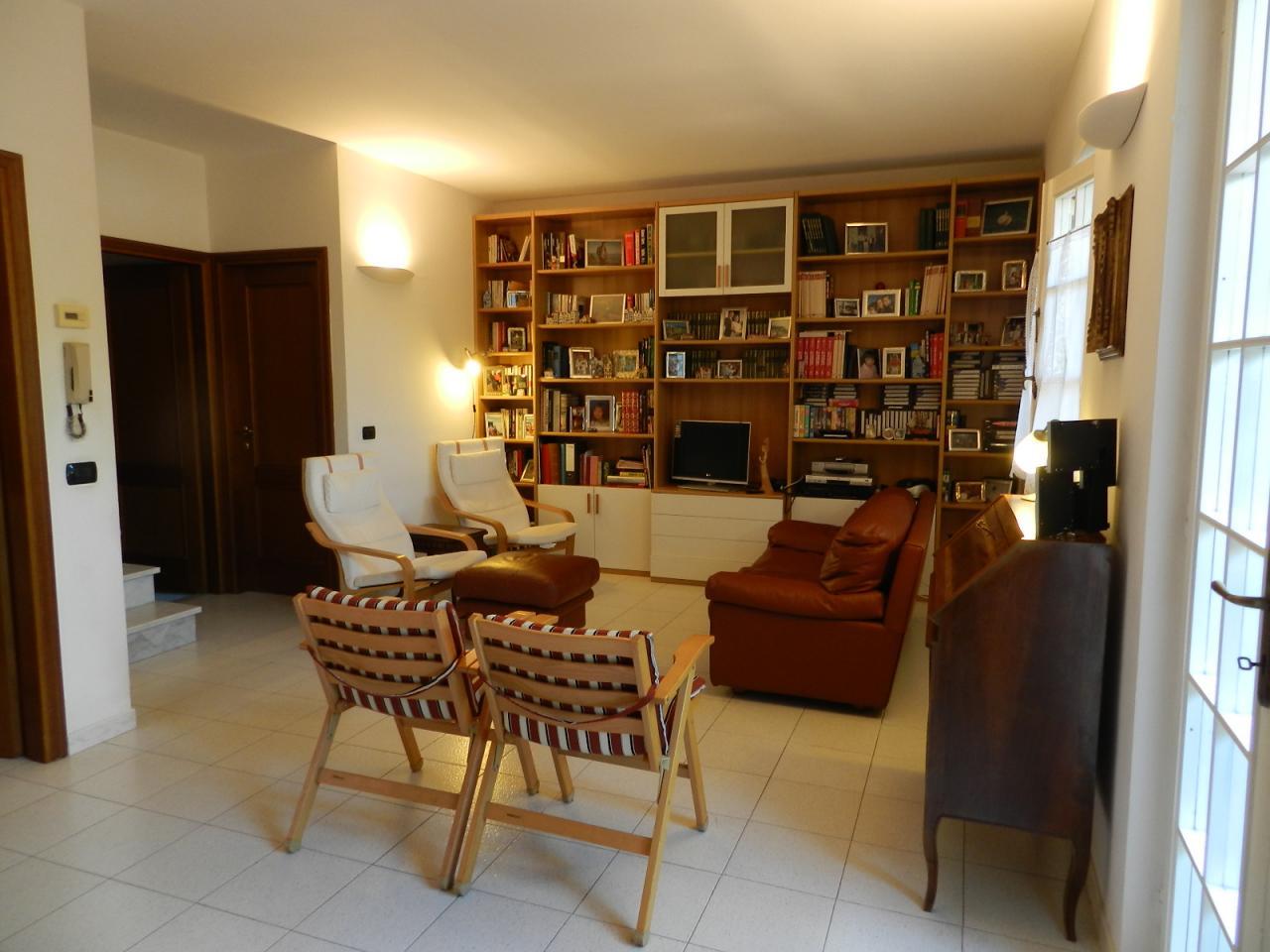 vendita villa a schiera seravezza querceta  400000 euro  6 locali  120 mq