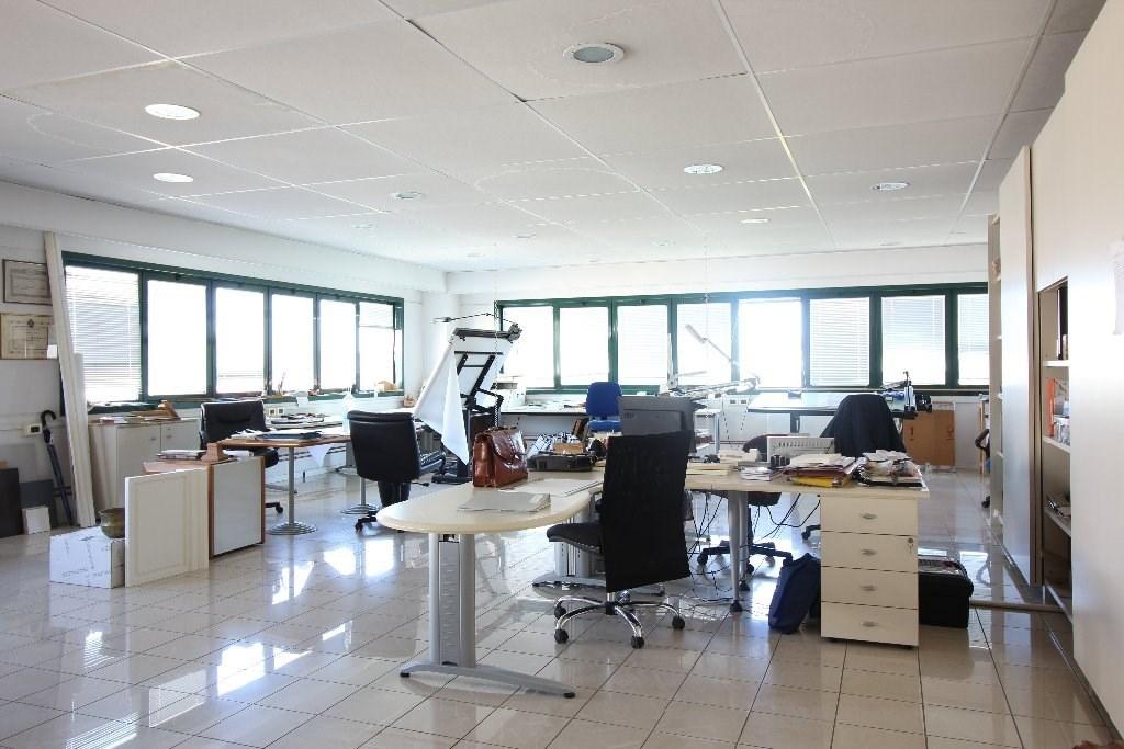 Ufficio / Studio in affitto a Cascina, 9999 locali, zona Località: Centro, prezzo € 2.000 | CambioCasa.it