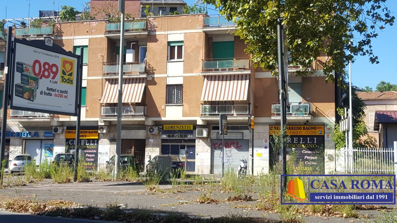 Locale commerciale in affitto a roma cod 1 1607 for Affitto roma locale