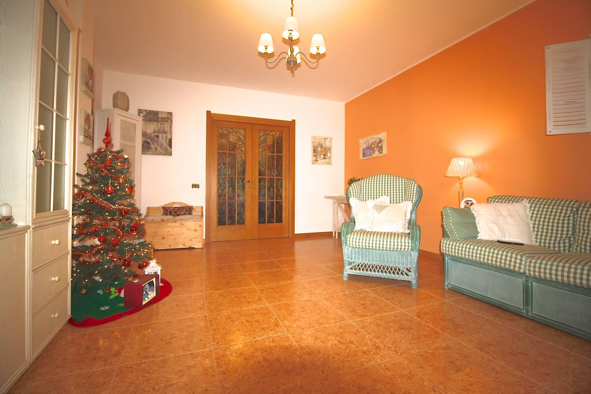 Appartamento in vendita a Usmate Velate, 3 locali, prezzo € 165.000 | PortaleAgenzieImmobiliari.it