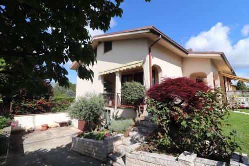 Villa Bifamiliare in Vendita a Usmate Velate
