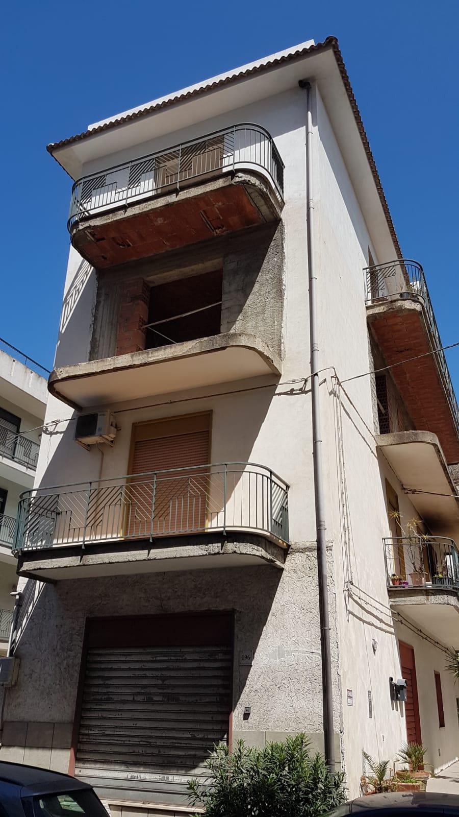 Appartamento in vendita a Barcellona Pozzo di Gotto, 3 locali, prezzo € 19.000 | PortaleAgenzieImmobiliari.it