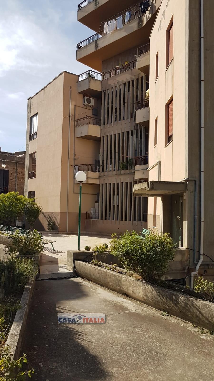 Appartamento in vendita a Barcellona Pozzo di Gotto, 5 locali, prezzo € 105.000 | PortaleAgenzieImmobiliari.it