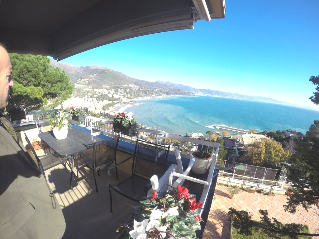 Appartamento in vendita a Arenzano, 7 locali, zona Località: PinetadiArenzano, prezzo € 750.000 | CambioCasa.it