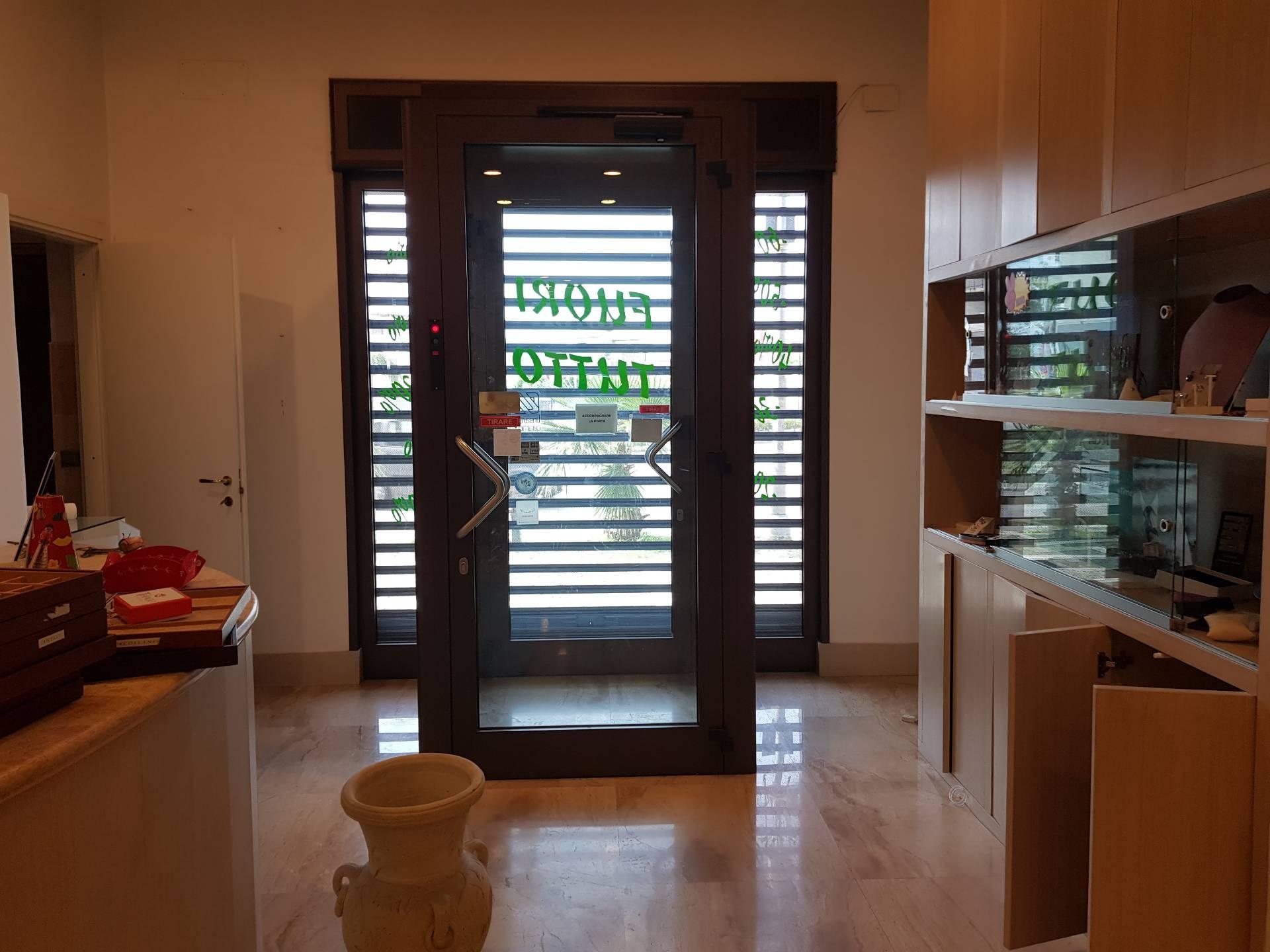 Attività / Licenza in affitto a Brusciano, 1 locali, prezzo € 1.200 | CambioCasa.it