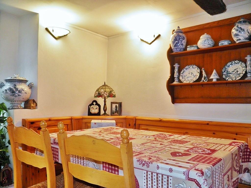 Appartamento in vendita a Albisola Superiore, 8 locali, zona ra, prezzo € 150.000 | PortaleAgenzieImmobiliari.it