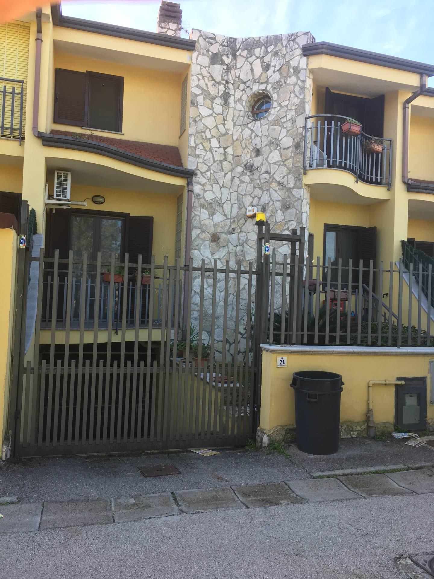 Soluzione Indipendente in vendita a Mariglianella, 4 locali, prezzo € 280.000 | CambioCasa.it