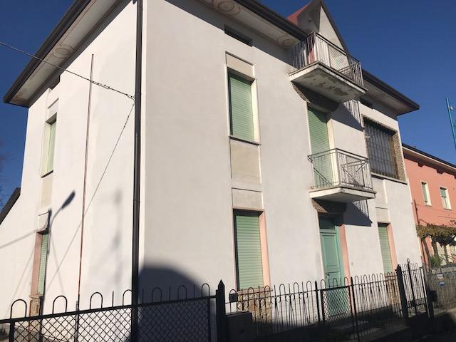 Villa in vendita a Cologne, 6 locali, prezzo € 155.000 | CambioCasa.it