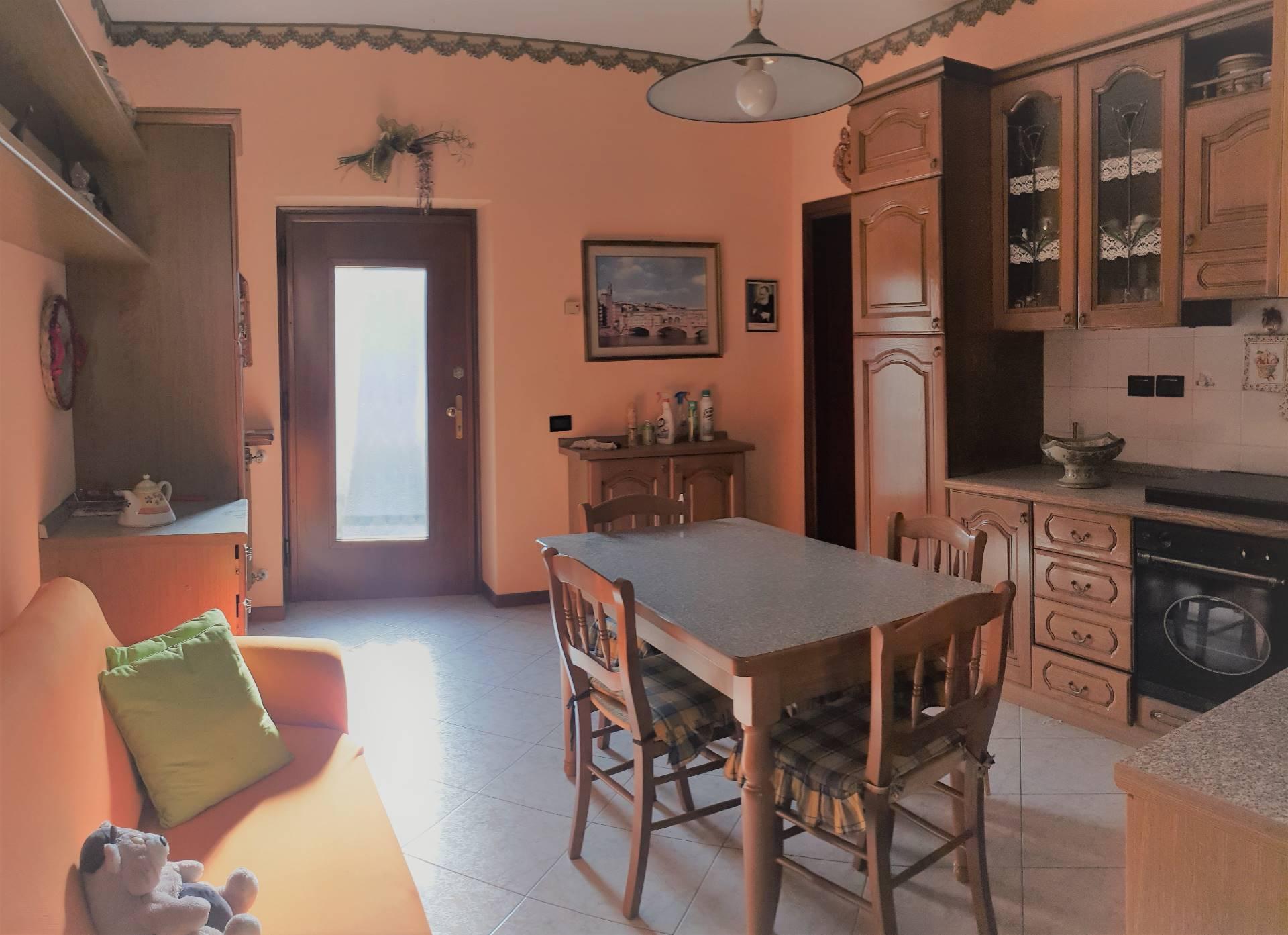 Appartamento in vendita a Cologno al Serio, 3 locali, prezzo € 95.000 | CambioCasa.it