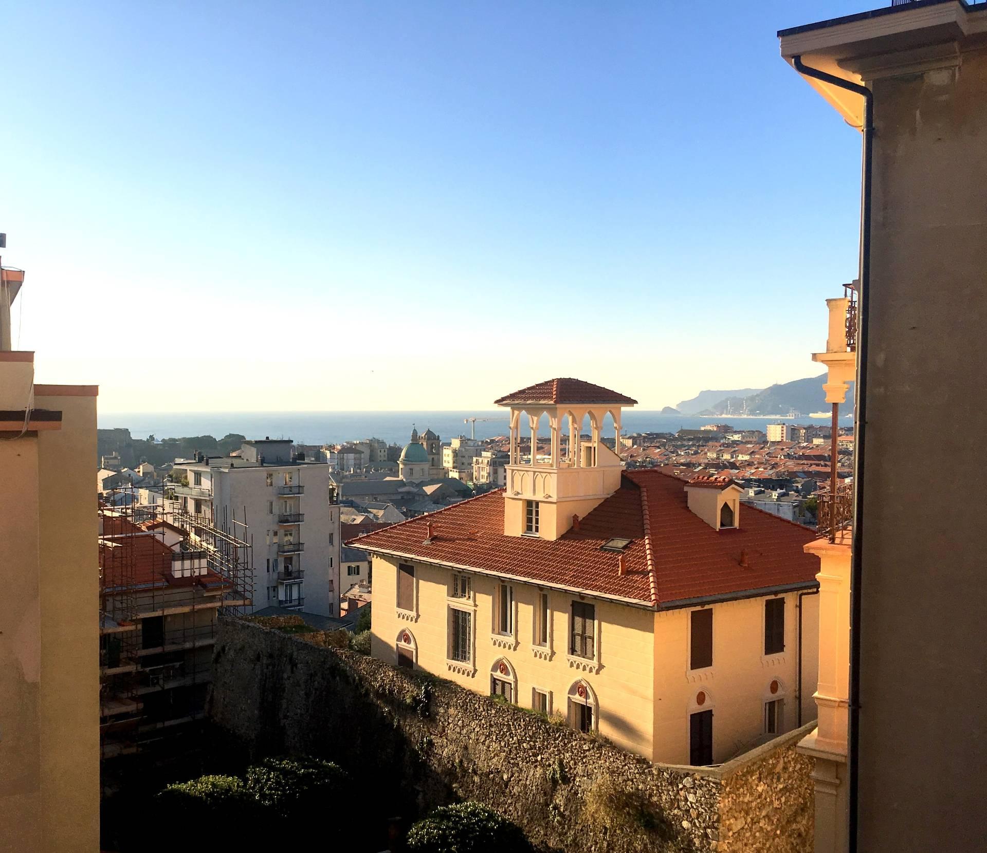 Foto 1 di Appartamento Via dello Sperone, Savona