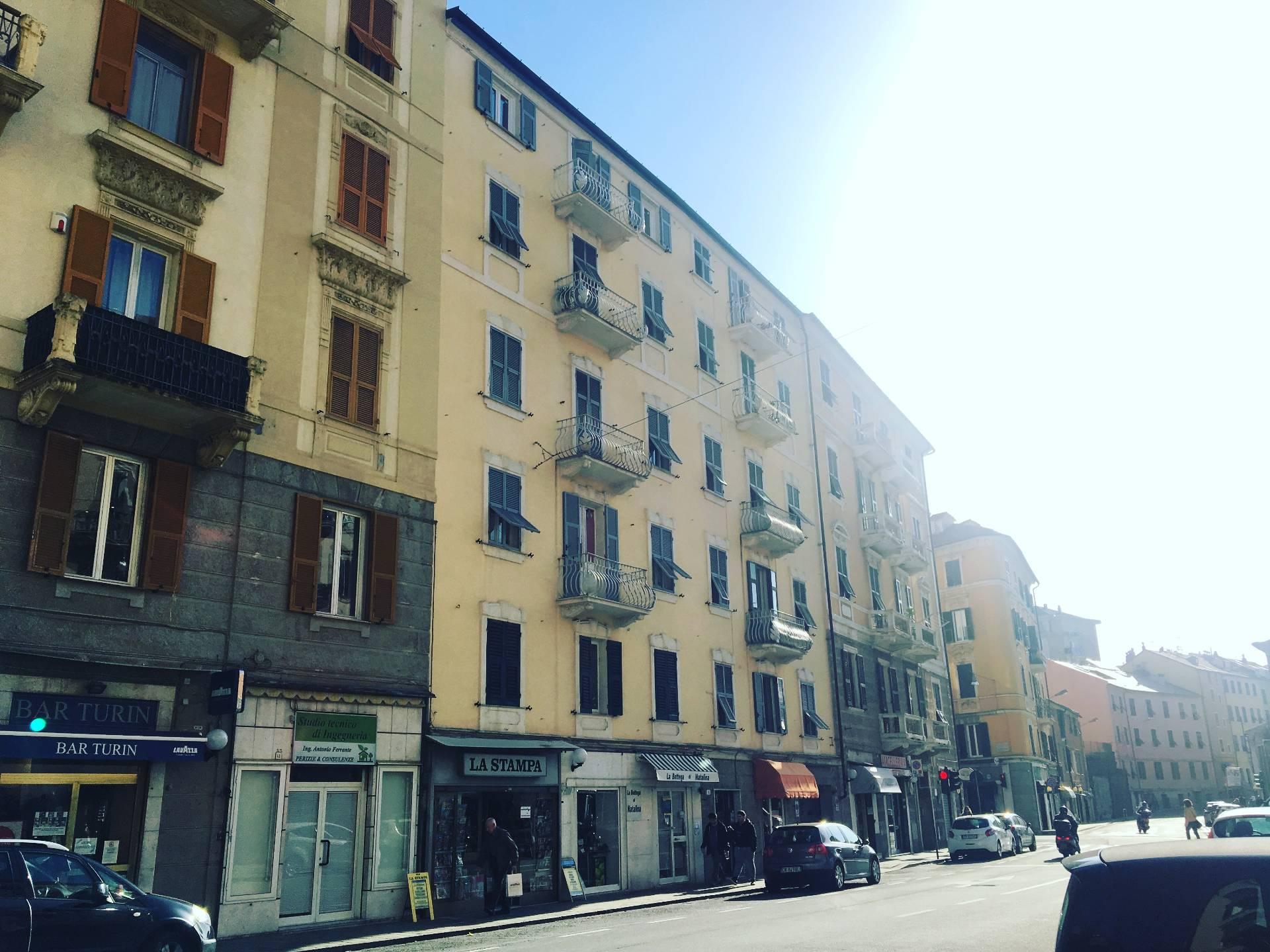 Foto 1 di Appartamento Via Luigi Corsi, Savona