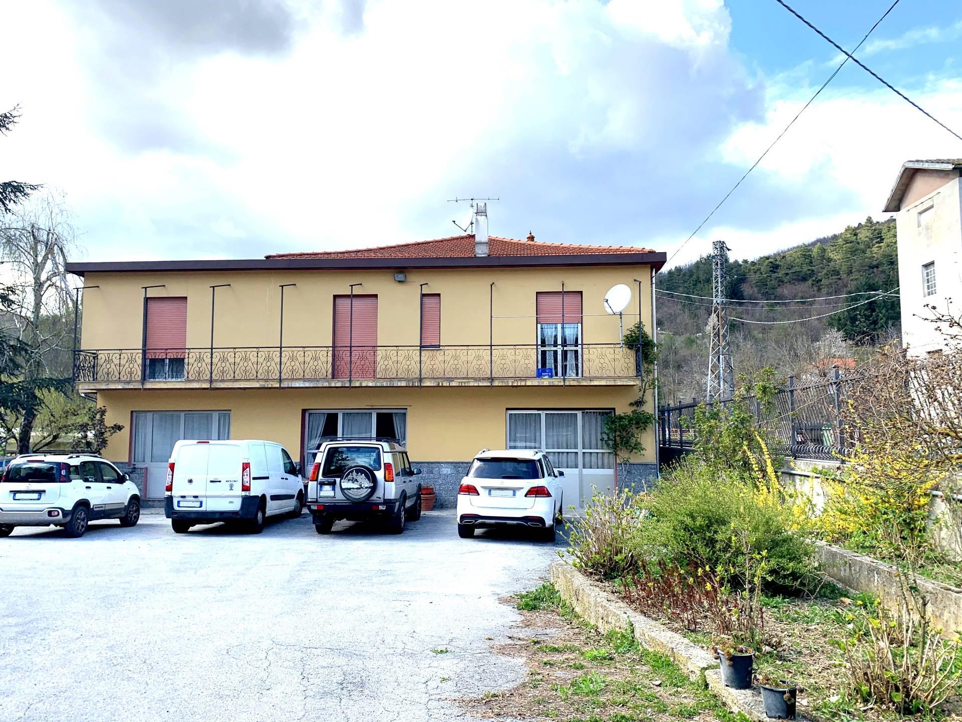 Foto 1 di Casa indipendente Mallare