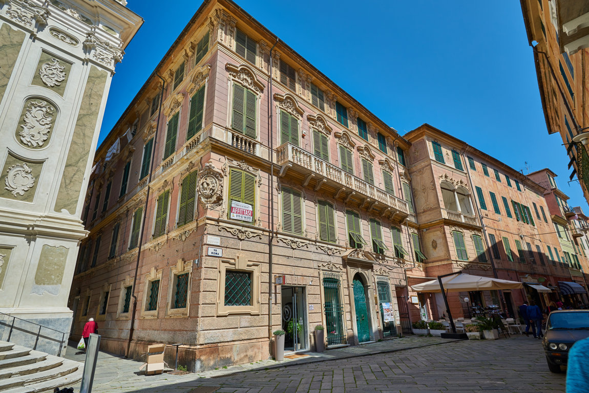 Appartamento in vendita a Finale Ligure, 5 locali, zona Località: FinaleMarina, prezzo € 790.000 | CambioCasa.it