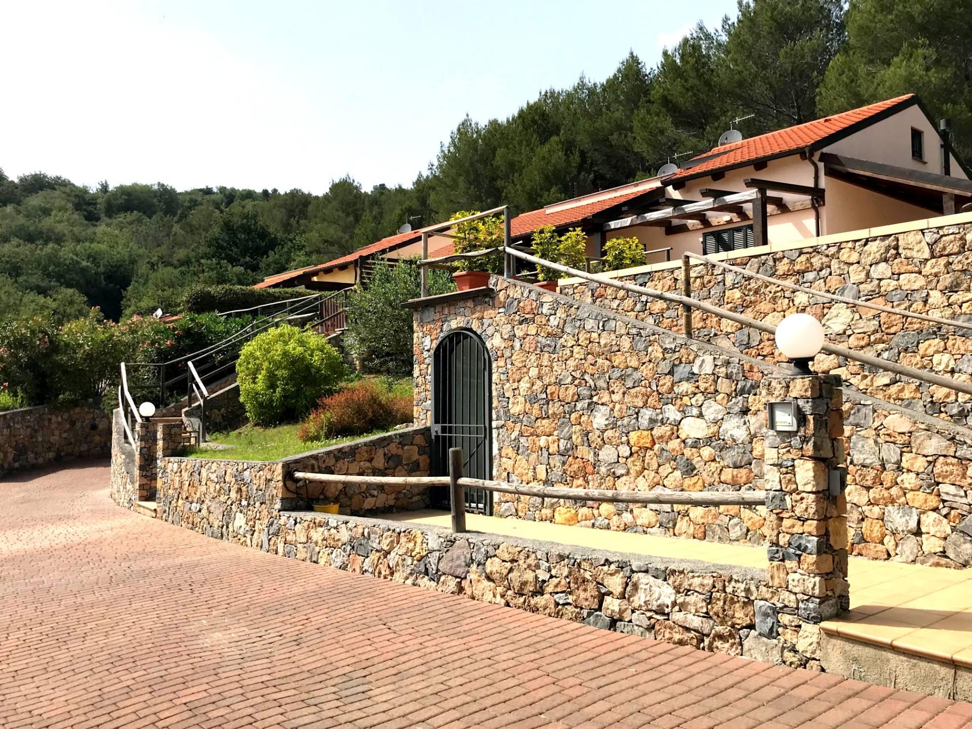 Villa in vendita a Garlenda, 5 locali, Trattative riservate   CambioCasa.it